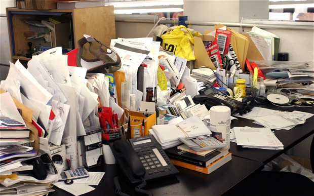 messy-desk_2637008b